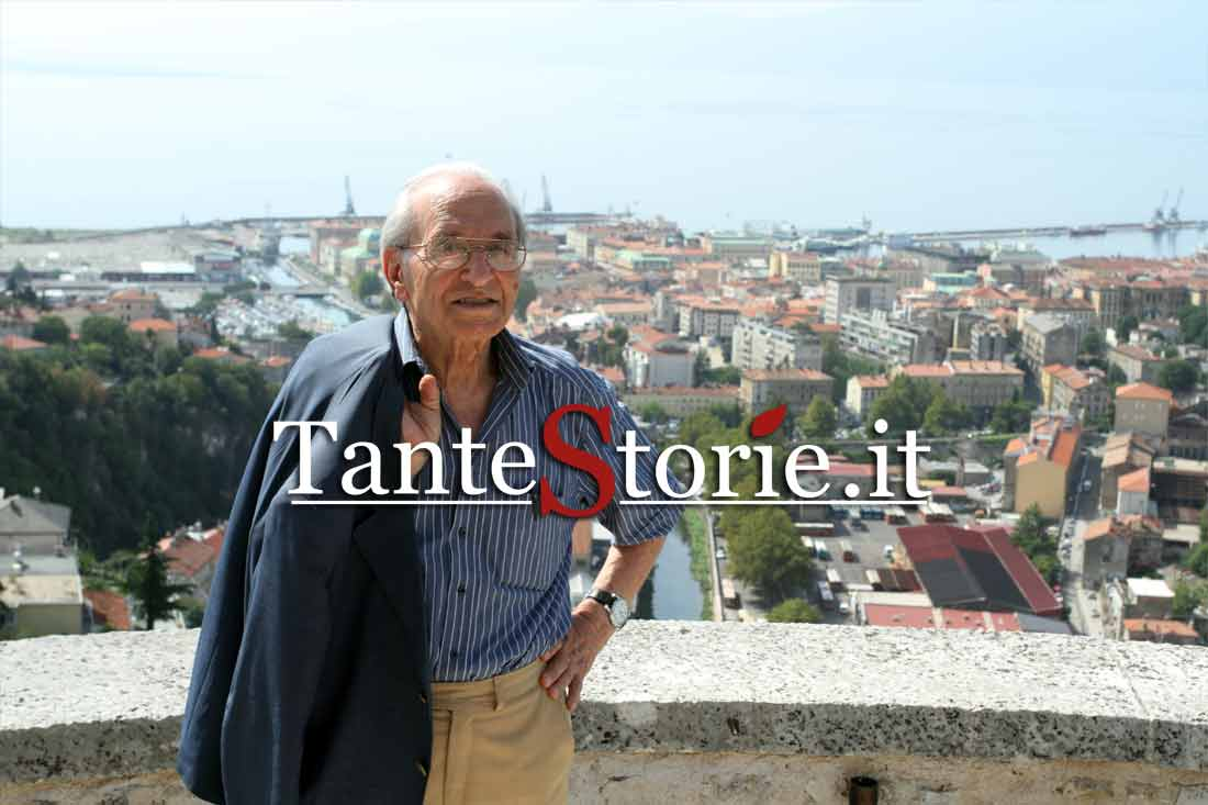 Giacomo Scotti e alle spalle la città di Rijeka - Fiume
